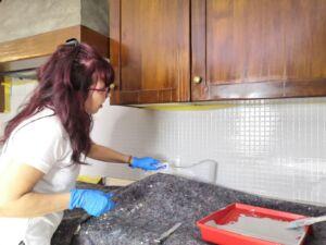 Verniciare piastrelle cucina